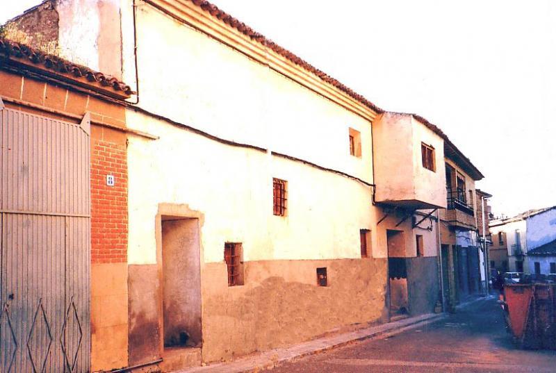 488.-Antiguo-cine-de-(-La-Patro-)-en-calle-Ramon-y-Cajal.-Bargas-2003.-Proced.-Felipe-Pleite
