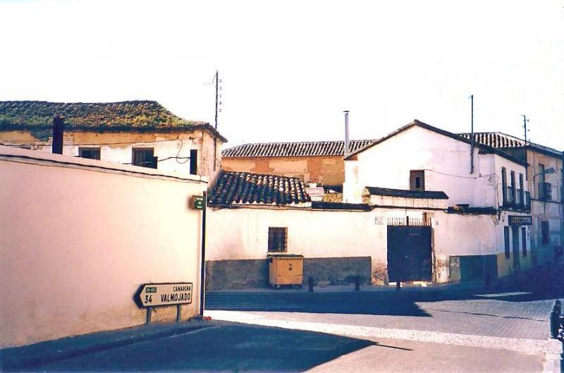 489.-Fachada-en-calle-Agua-(-antiguo-Bar-La-Posada-y-Blanco-y-Negro-).-Bargas-2003.-Proced.-Felipe-Pleite
