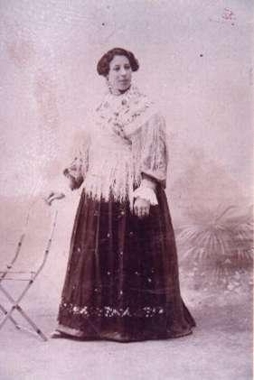 54.-Silvestra-Ontalba-ataviada-con-traje-de-lujo.-Ano-1915.-Procedencia-Alfonso-Rodriguez-de-la-Pica