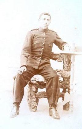56.-Esteban-Pantoja-Punal-con-uniforme-militar.-Ano-1906.-Procedencia-Felipe-Pleite