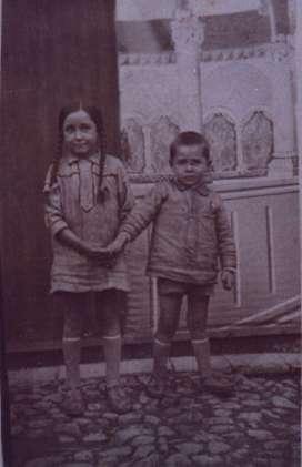 58.-Los-hermanos-Victoria-y-Paulino-Gutierrez-Pantoja.-Ano-1928.-Procedencia-Felipe-Pleite