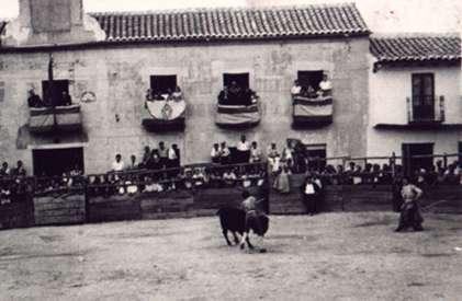 61.-Actuacion-en-la-plaza-de-toros-de-palos.-Decada-de-1950.-Procedencia-Archivo-Municipal