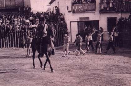 62.-Paseillo-en-la-plaza-de-toros-de-palos.-Hacia-1930.-Procedencia-Alfonso-Rodriguez-de-la-Pica