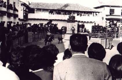65.-Actuacion-en-la-plaza-de-toros-de-palos.-Decada-de-1960.-Procedencia-Sara-Sanchez