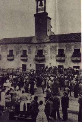 67.-La-plaza-del-Ayuntamiento-durante-las-fiestas-del-Stmo.-Cristo-de-la-Sala.-1959.-Ana-I-Garcia