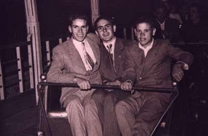 73.-Antonio-de-la-Fuente,-Santiago-Alguacil-y-Pedro-de-la-Fuente-en-fiestas.-1951.-S.-Alguacil