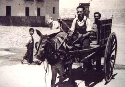87.-El-tio-Prisco-en-la-plaza-del-Ayuntamiento.-Hacia-1965.-Procedencia-Raul-del-Cerro