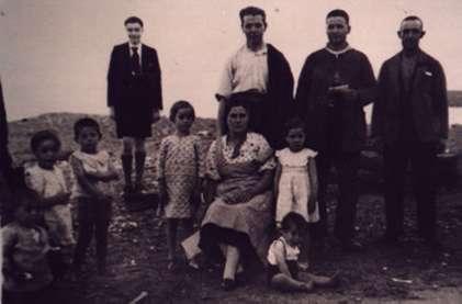 95.-Trabajadores-de-la-estacion-de-Bargas-con-sus-familiares.-Ano-1936.-Proced.-Santiago-Alguacil