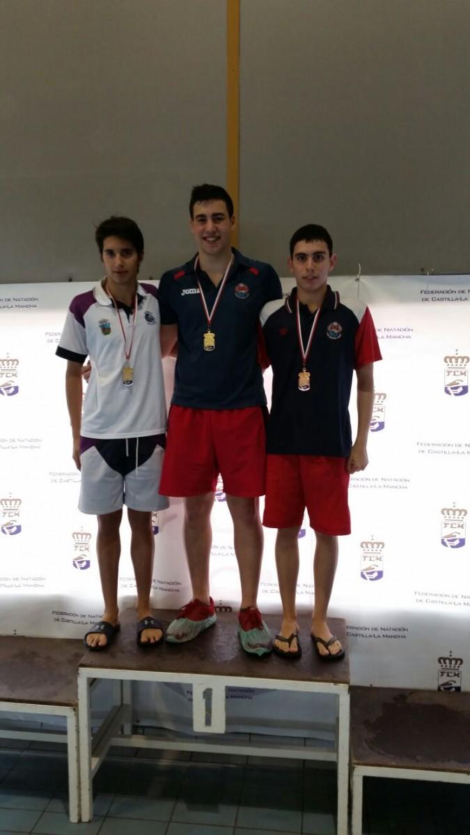Carlos Martín Mena, plata en 200 mariposa y bronce en 100 mariposa, en el Campeonato Regional