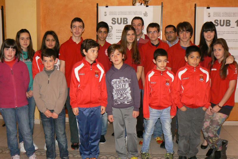 Luís F. Rivera Rodríguez y las hermanas Alonso Vara, campeones regionales de ajedrez en Tomelloso.