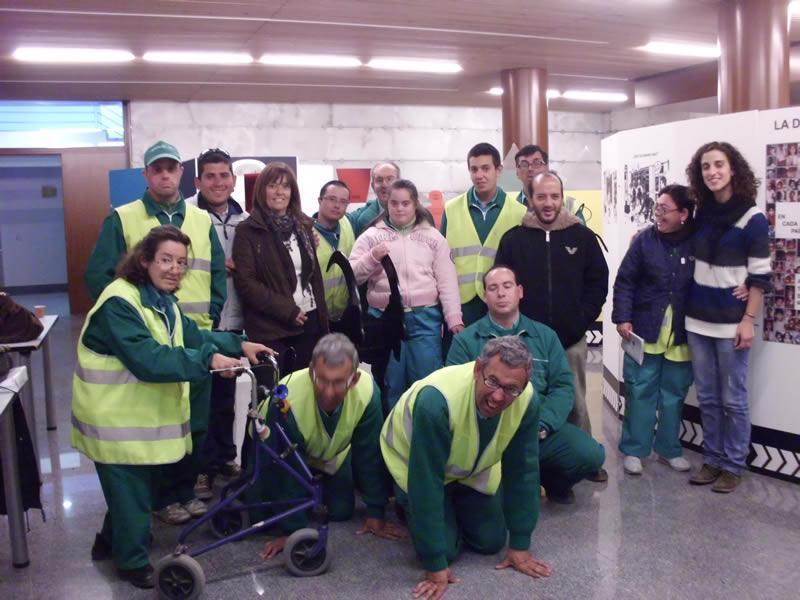Ayer martes 17 de abril participamos en el Proyecto Educativo Veo Veo, ubicado en el Ayuntamiento de Bargas, realizando un circuito por la exposición sobre interculturalidad y educación de valores.