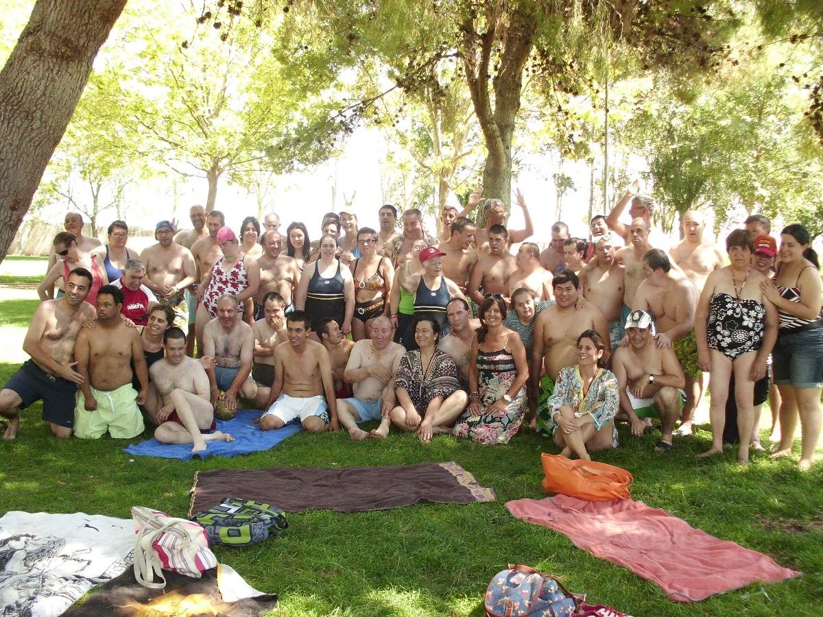 Ayer martes día 15 de julio, nos reunimos los Centros Ocupacionales de Ocaña, La Guardía, Villacañas y Bargas, realizando una actividad de piscina con todos los chicos.