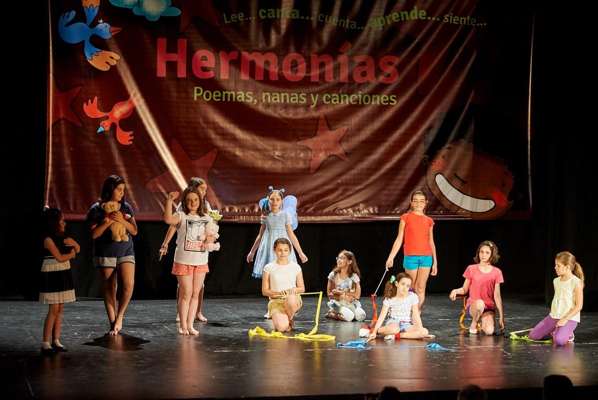 GRAN ACOGIDA DE PÚBLICO EN LA PRESENTACIÓN DEL LIBRO HERMONÍAS EN BARGAS