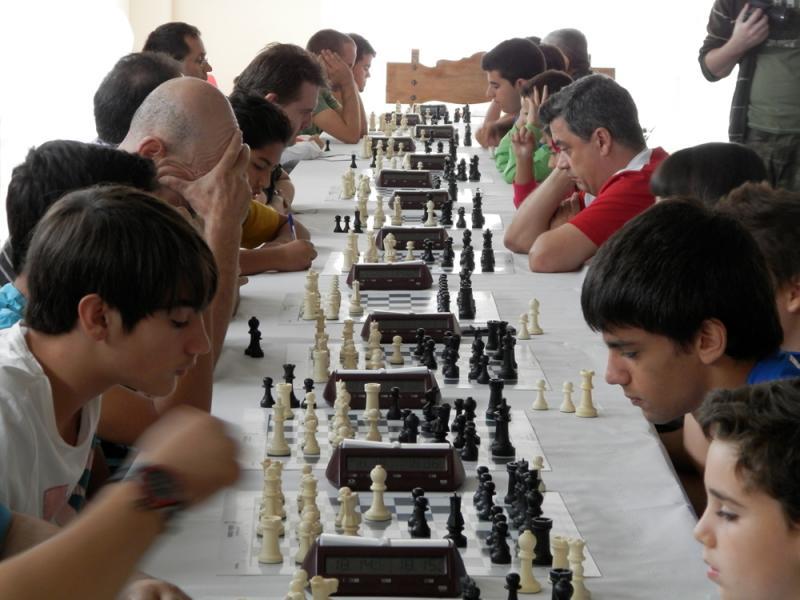 77 jugadores en el Torneo de ajedrez Bargas más internacional