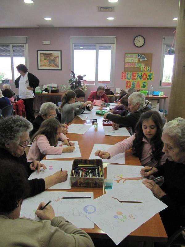 En Bargas, niños y mayores comparten actividad con motivo de las vacaciones de Semana Santa.