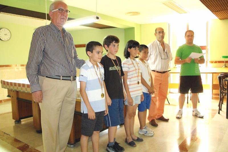 Los tres campeones regionales bargueños, en los campeonatos de España de ajedrez. Un mes de junio de gran actividad y buenos resultados de los pequeños de la EDM. Karim Rodríguez, campeón provincial de rápidas.