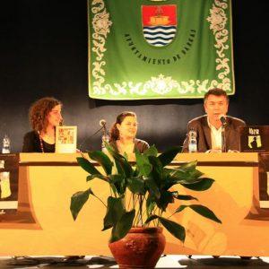 Bargas recibe a la escritora salvadoreña, Ana Escoto