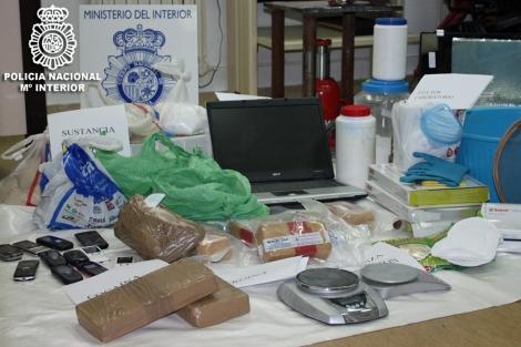 incautacion-de-cocaina-y-material-para-su-venta