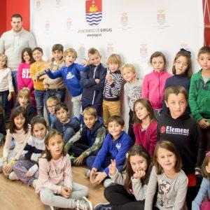 Los alumnos del Colegio Pintor Tomás Camarero de Bargas visitan el Ayuntamiento y la Biblioteca Pública Municipal