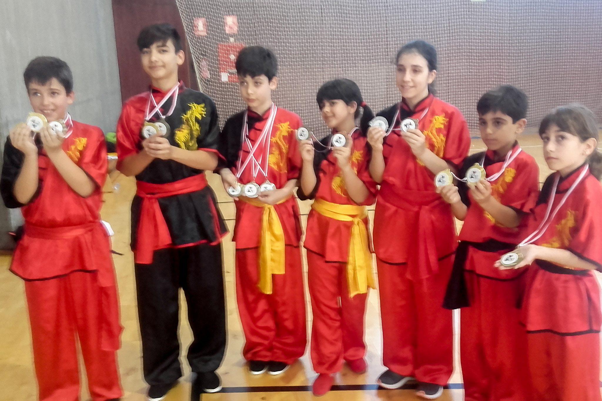15 medallas para los componentes del equipo de Kung Fu del Gimnasio Dojo Kan