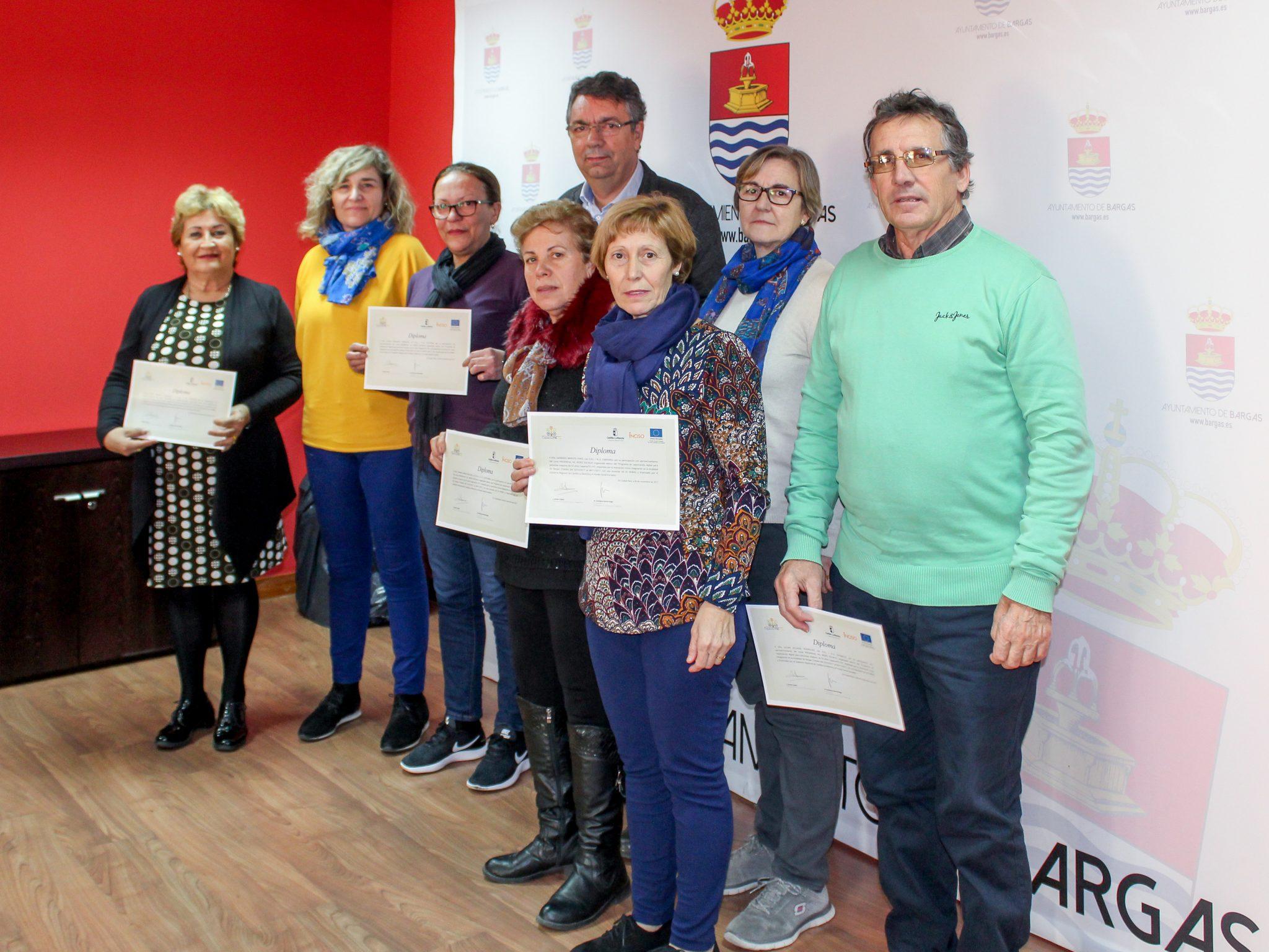 El Ayuntamiento de Bargas realiza la entrega de diplomas a las/os participantes del Segundo Curso de Informática para Mayores de 55 años, dentro del programa Capacitatic+55