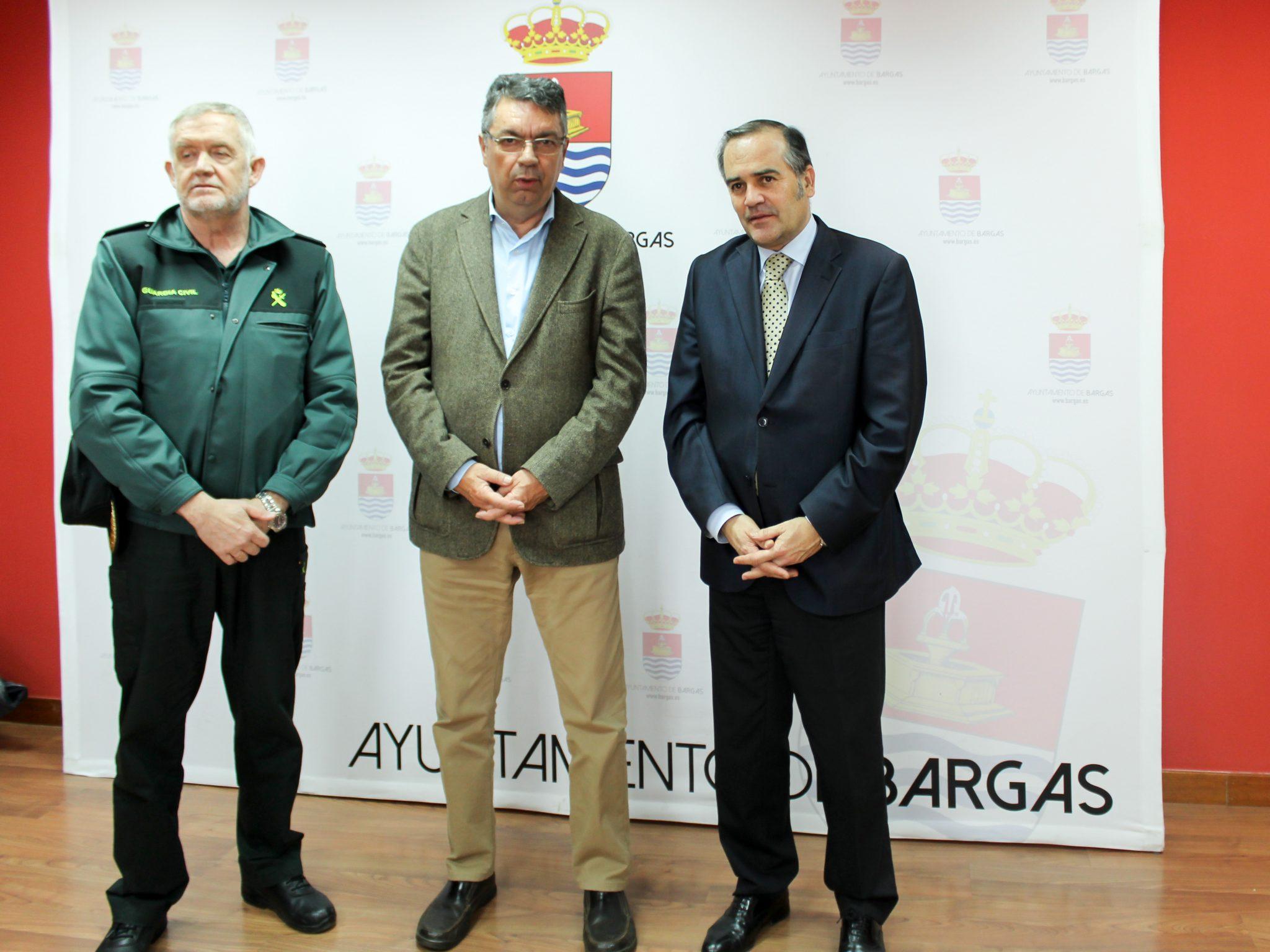 Bargas garantiza la apertura permanente del cuartel de la Guardia Civil
