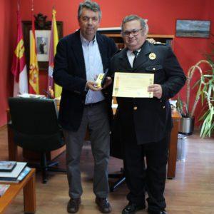 Distinción de Honor a un miembro de los Voluntarios de Protección Civil de Bargas.