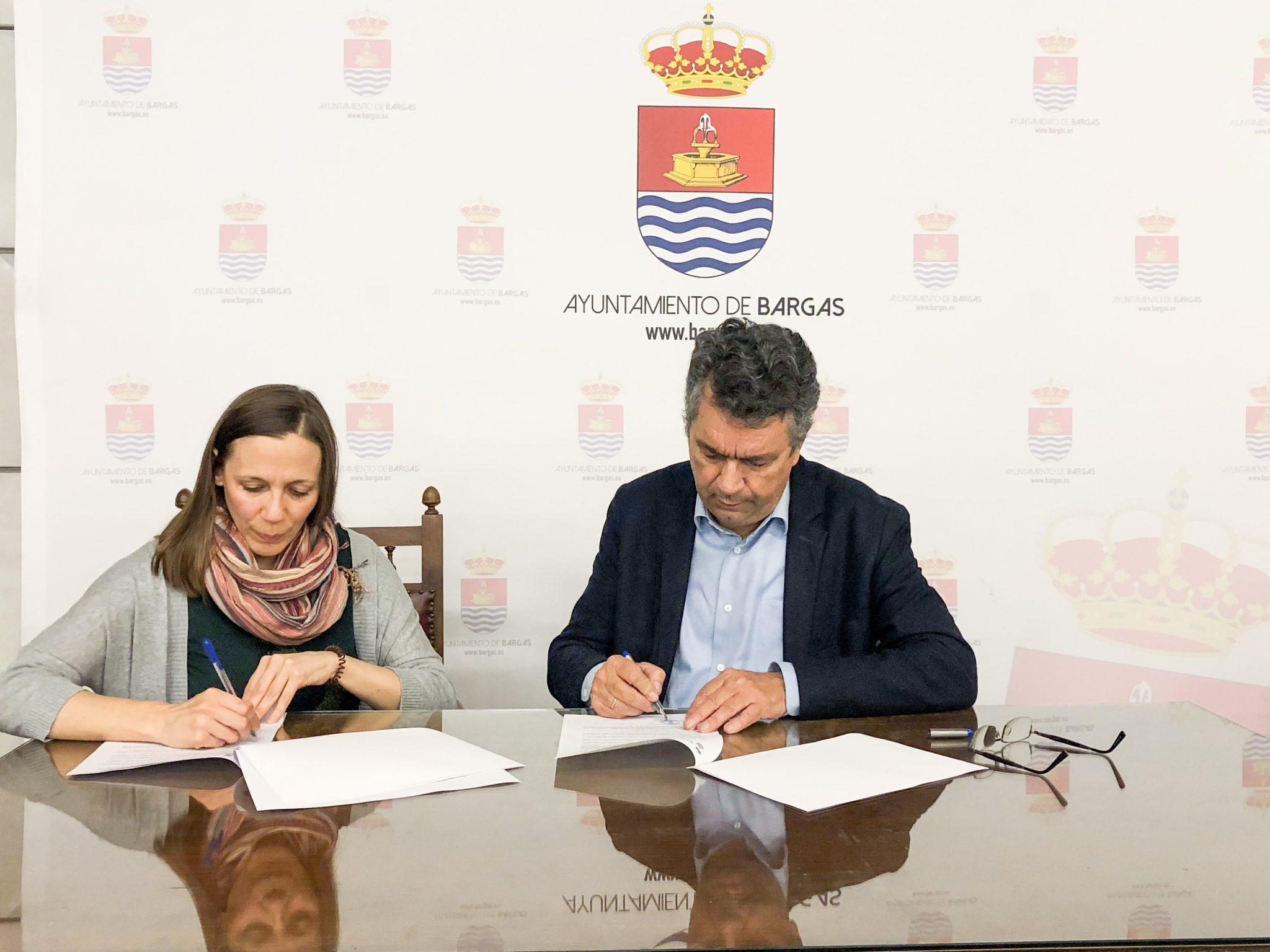 Bargas firma un convenio para implantar proyectos europeos para los jóvenes de la localidad