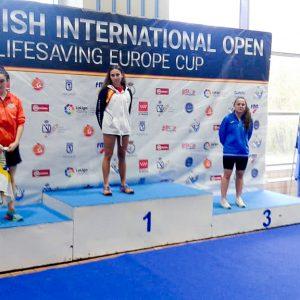 Miriam de Dios Lasa, del Club Natación y Salvamento Oriol Imperial, bate tres récords de España.