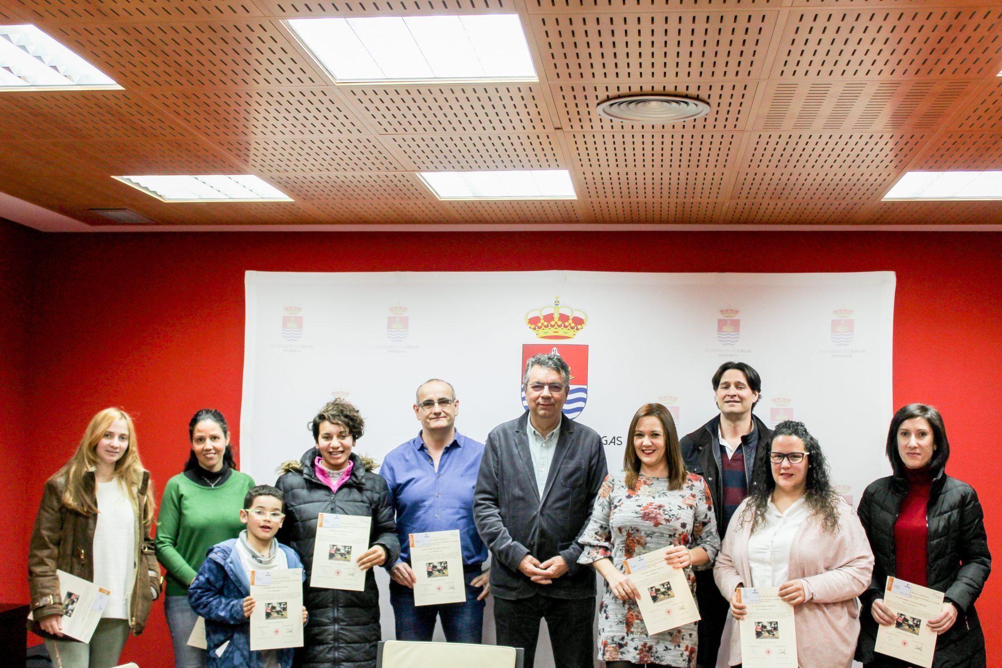 Entrega de certificados y credenciales del Curso de Primeros Auxilios y Desfibrilación llevado a cabo en el Ayuntamiento de Bargas