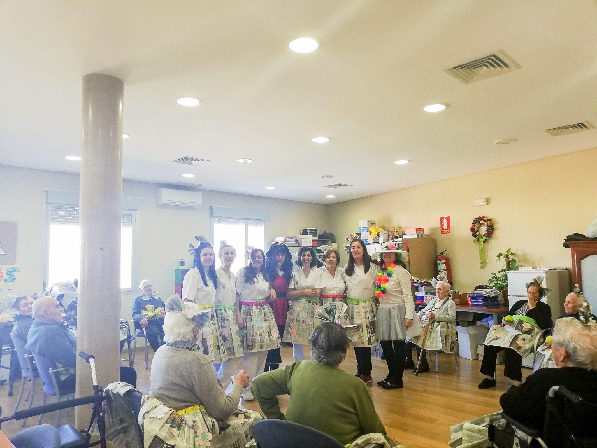 Los usuarios del Centro de Día de Bargas celebran el Carnaval