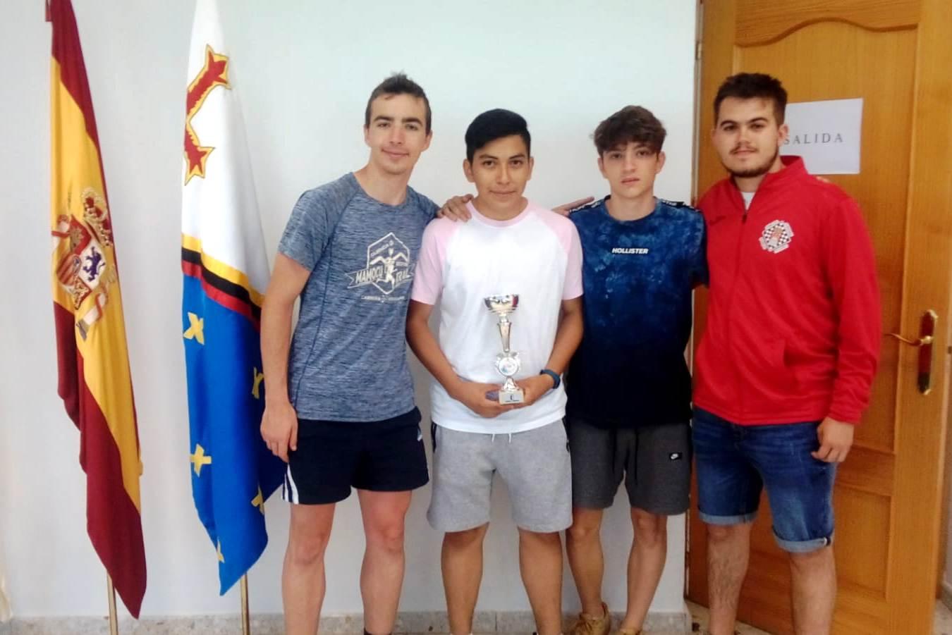 Con el trofeo 3º Regional Absoluto
