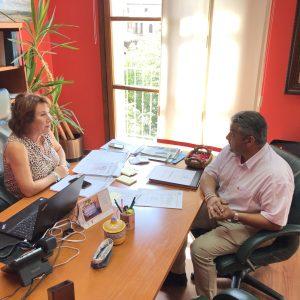 Isabel Tornero Restoy, Alcaldesa de Bargas, recibe al Gerente de la empresa Dino Rino