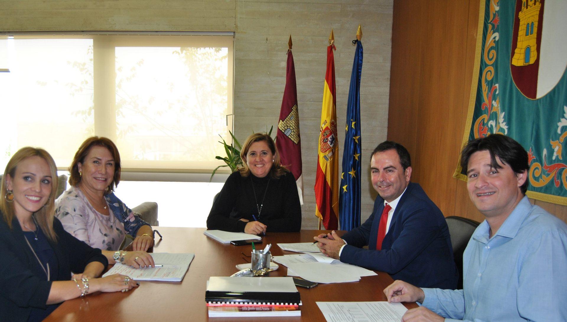 Reunión consejera educación-alcaldesa Bargas-2