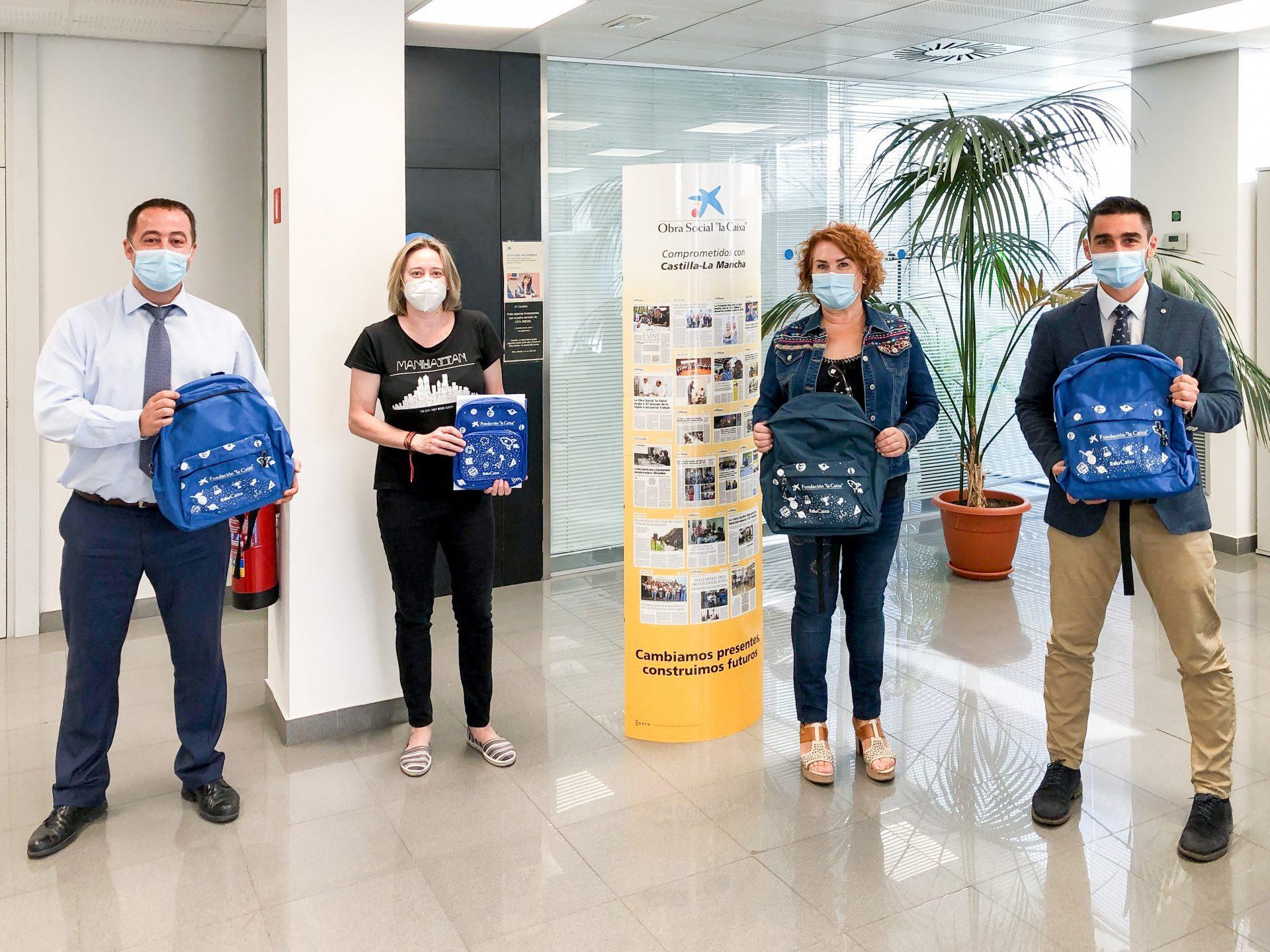 El Ayuntamiento de Bargas y Fundación Bancaria «La Caixa» entregan kits escolares por una vuelta al colegio más igualitaria