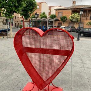 El Ayuntamiento instala 4 «Corazones Solidarios» para la recogida de tapones